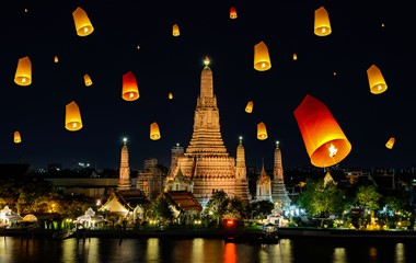 Wat Arun with lanterns