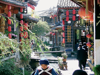 Shoestring: Groepsreis China 'on a Shoestring' ; Alles wat beweegt kun je eten met stokjes