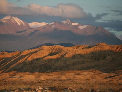 Shoestring: Groepsreis Kirgizië; Bergmeren, adelaars en nomaden