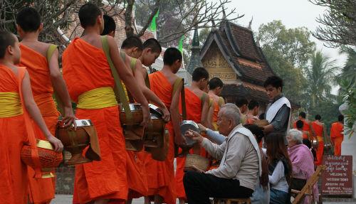 Shoestring: Groepsreis Thailand & Laos; Monniken en bountystrand