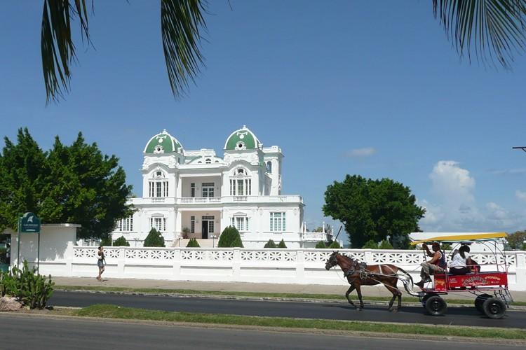 Straatbeeld Cienfuegos - reis Cuba