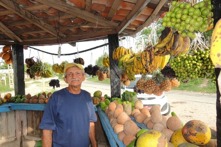 Lokale verkoper Sierre Maestra - Cuba reizen