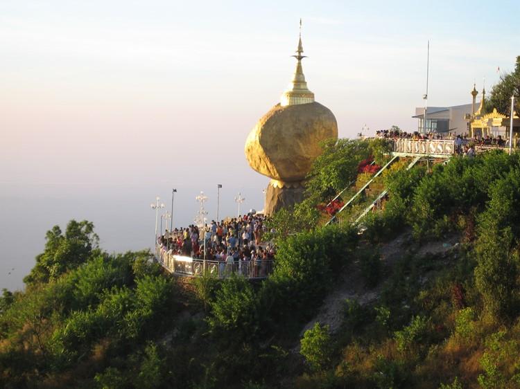 Golden Rock - Reisebaustein Myanmar