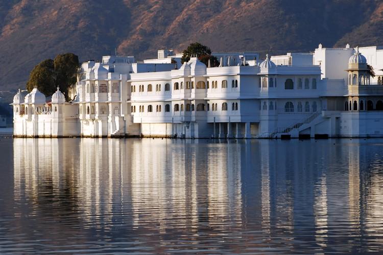 Udaipur Lake Palace in het Pichola meer