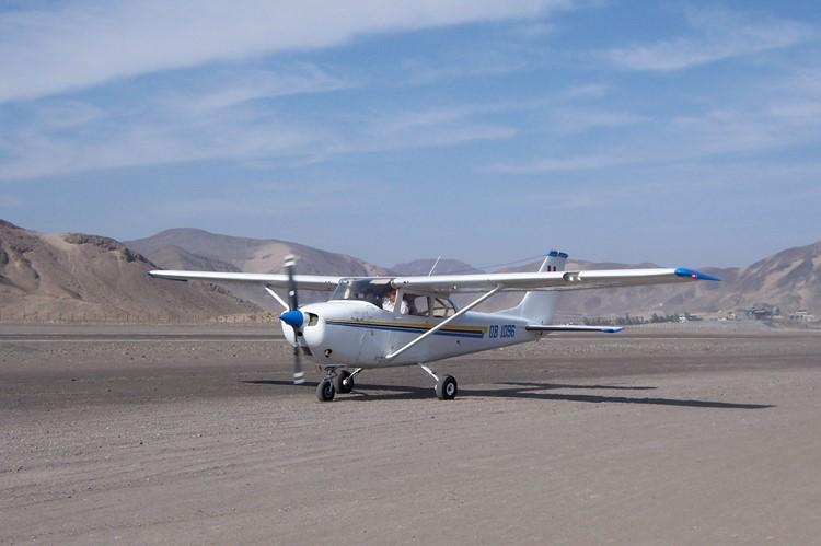 Een chesna vliegtuigje bij Nazca - Zuid Peru