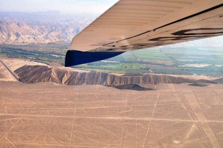 Uitzicht vanuit een chesna vliegtuigje bij Nazca - Zuid Peru