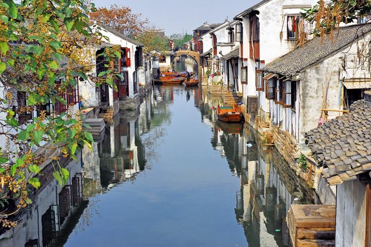 Een van de waterwegen in de waterdorpen