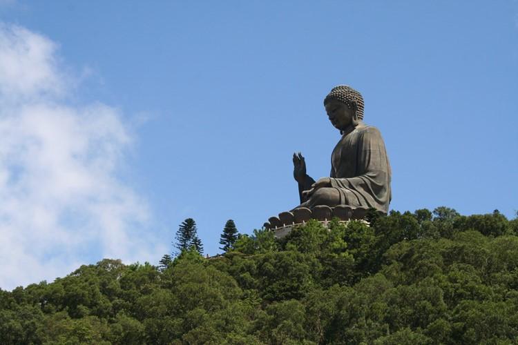 Een prachtig beeld op Lantau Island bij Hong Kong