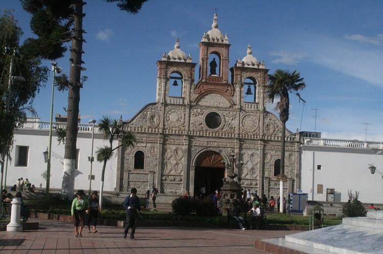 La Catedral aan het Parque Maldonado in Riobamba - Ecuador