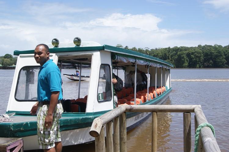 Met de boot naar de lodge in Tortuguero