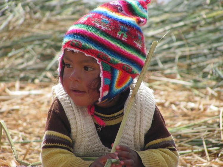 Kindje op Uros - Titicacameer - Zuid Peru