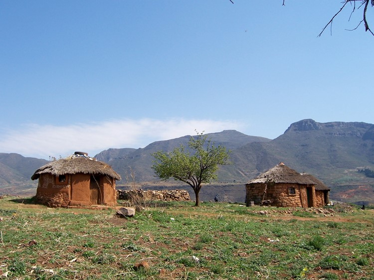 Traditionele hutten in Lesotho - Zuid-Afrika