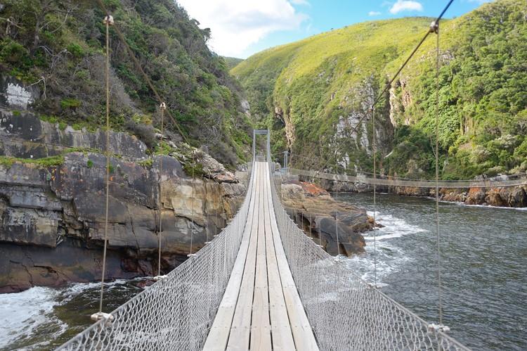 Hangbrug in het Tsitsikamma Nationaal Park, Zuid-Afrika